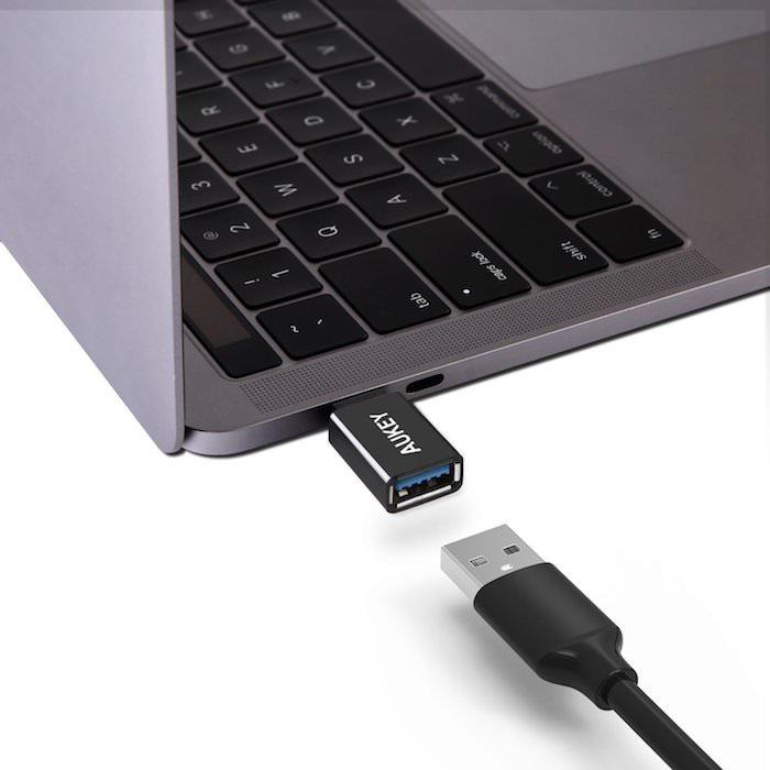 Adaptador Aukey de USB-C a USB-A con especificación USB 3.0